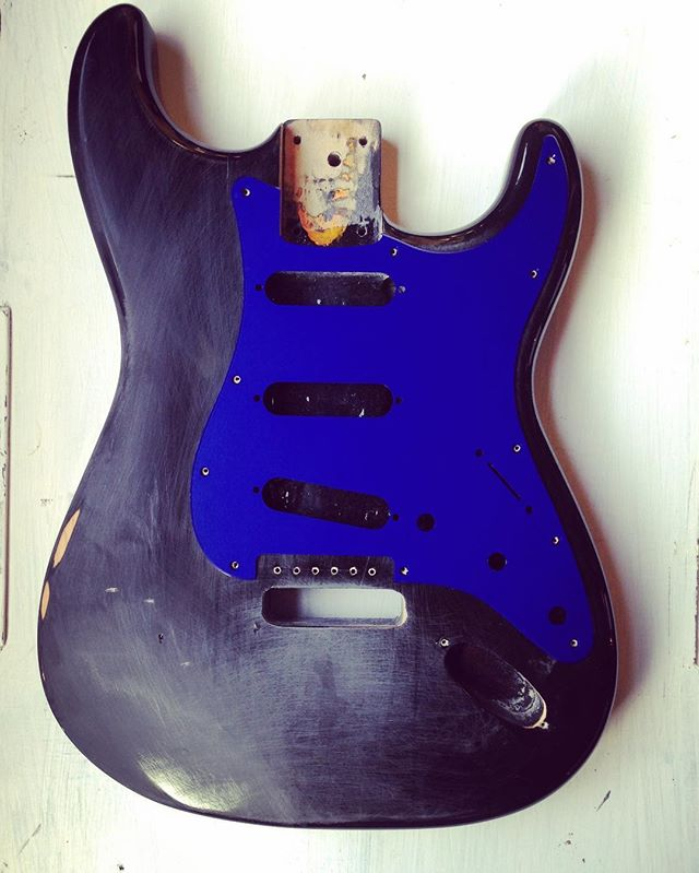 There is not another aluminum #stratocaster pickguard with #anodizing like this. Second to none. I sold this body a year ago and I regret it very much. I still have the guards for sale though! #fender #guitarporn #fenderusa #fendersofinstagram #fendercustom #fenderstratocaster #fenderguitar #fenderguitars #guitargear #guitartech