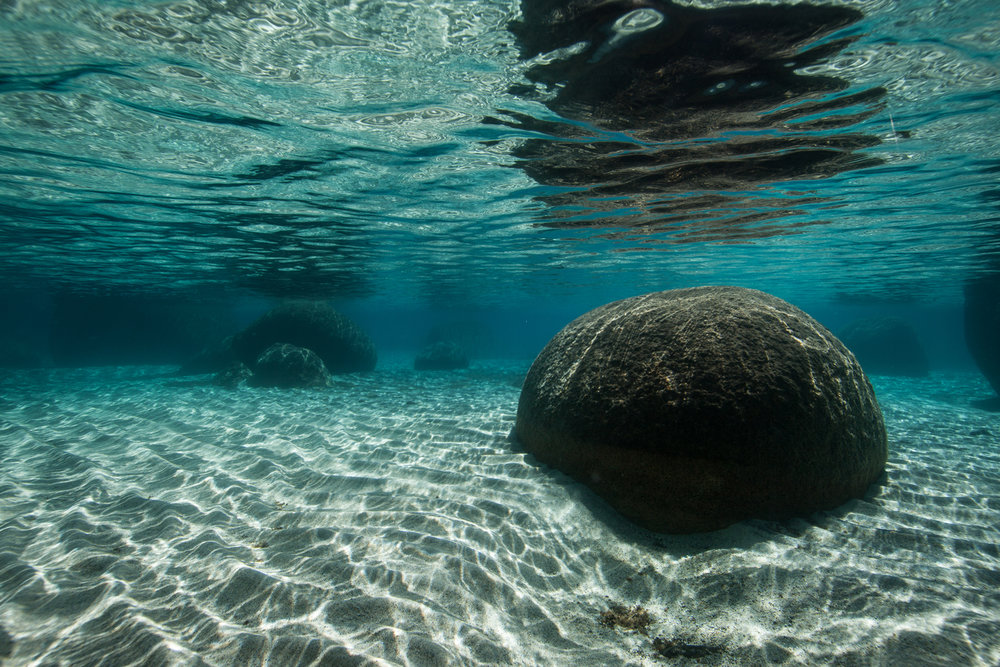 UNDERWATER PHOTOGRAPHER CAPTURES CLARITY OF LAKE TAHOE