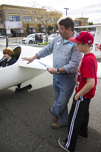 SCVi-Students-Get-To-Ditch-The-Classroom-And-Soar-In-Gliders-2.jpg