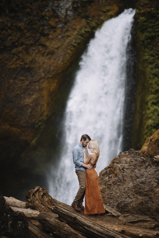 Columbia River Gorge Oregon Adventure Couples Photographer 16.jpg
