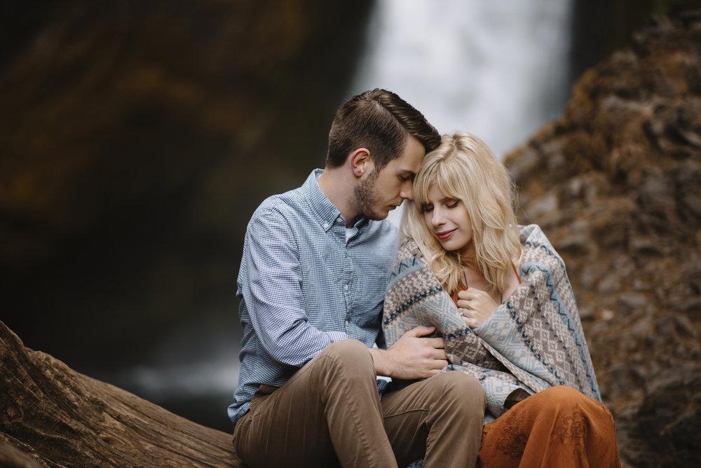 Columbia River Gorge Oregon Adventure Couples Photographer 21.jpg