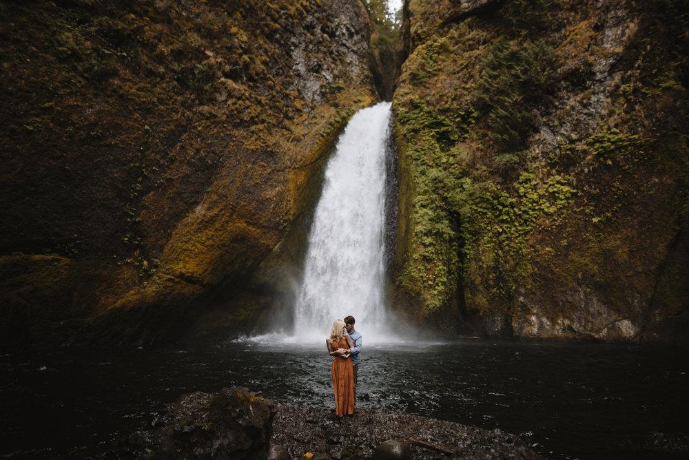 Columbia River Gorge Oregon Adventure Couples Photographer 52.jpg