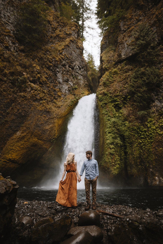 Columbia River Gorge Oregon Adventure Couples Photographer 90.jpg