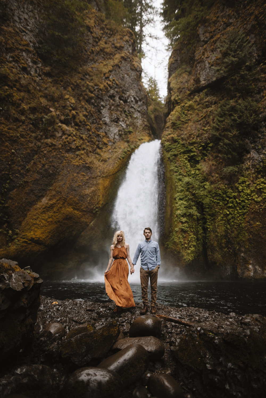 Columbia River Gorge Oregon Adventure Couples Photographer 92.jpg