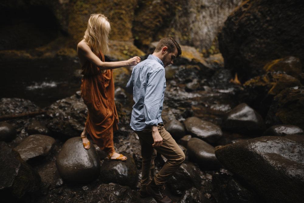 Columbia River Gorge Oregon Adventure Couples Photographer 94.jpg
