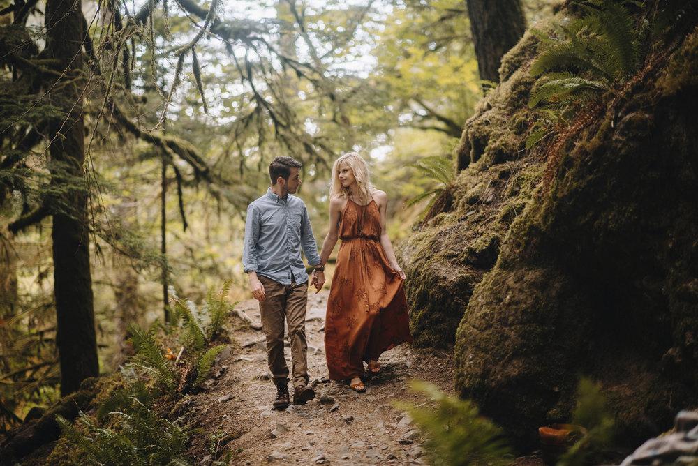 Columbia River Gorge Oregon Adventure Couples Photographer 101.jpg