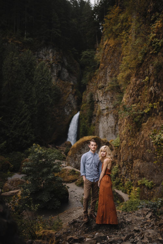 Columbia River Gorge Oregon Adventure Couples Photographer 108.jpg