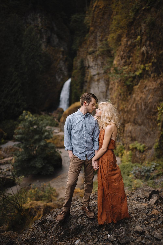 Columbia River Gorge Oregon Adventure Couples Photographer 119.jpg