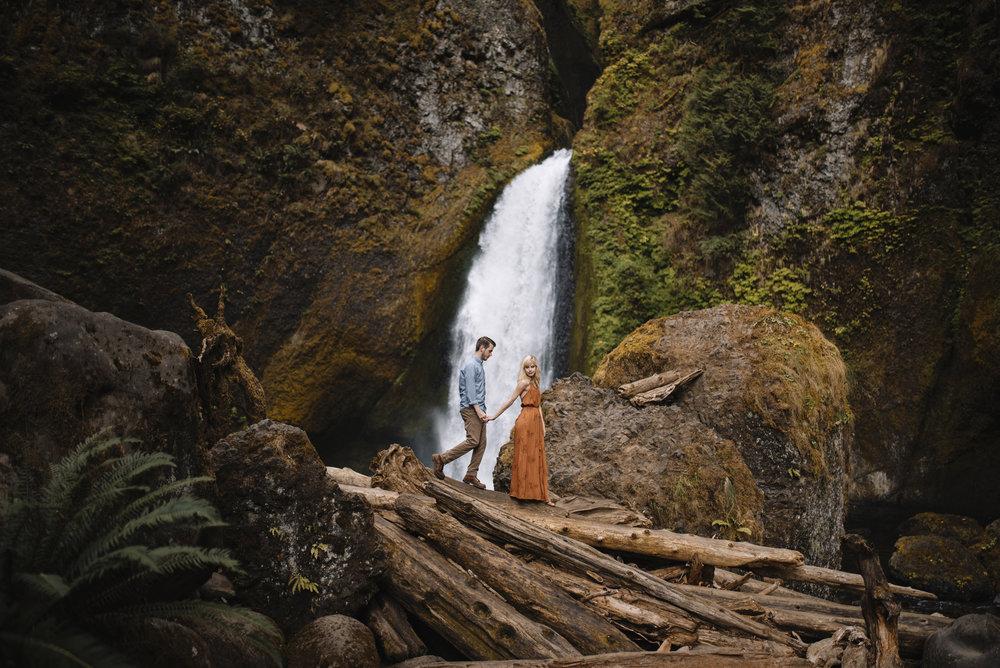 Columbia River Gorge Oregon Adventure Couples Photographer 163.jpg