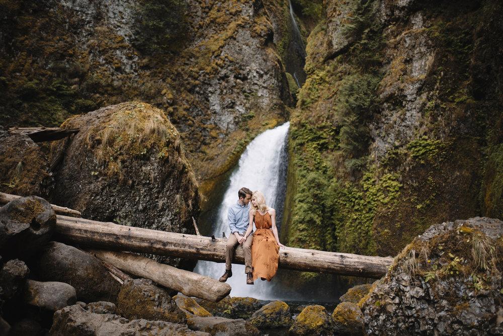 Columbia River Gorge Oregon Adventure Couples Photographer 199.jpg