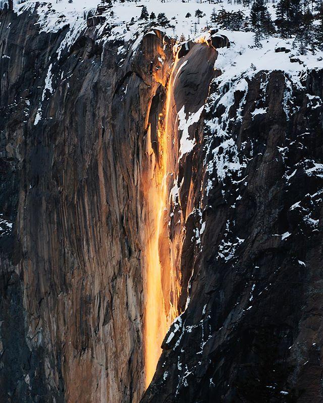 Yosemite's Firefall was pretty spectacular this Wednesday. Wish I could stick around a few more days to see it again. 😍😭 . . . #yosemite #yosemitenps #glacierpoint #taftpoint #wildernessculture #wearealladventurers #withoutwalls #welltravelled #rei1440project #travelstoke #theworldshotz #peoplescreatives #finditliveit #letsgosomewhere #neverstopexploring #wearestillwild #roamtheplanet #themodernoutdoorsman #thevisualscollective #exploringtheglobe #discoverearth #beautifuldestinations #firefall #horsetailfalls