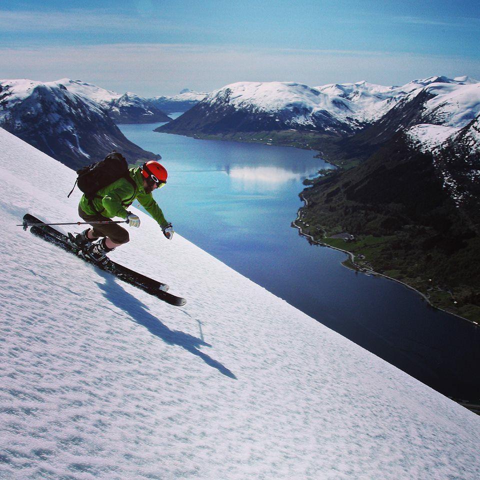 kjosnes_feriehytter_jolster_skiing.jpg