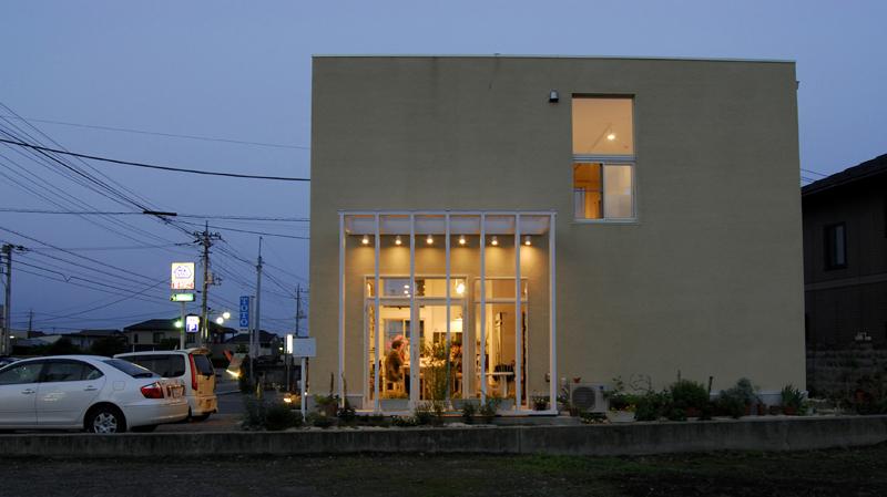 photo by Junko Yamamoto: exterior