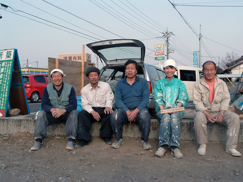photo by Mitsuko Yamamoto: crew of the day (from left: carpenter, plasterer, painter, me, general contractor)