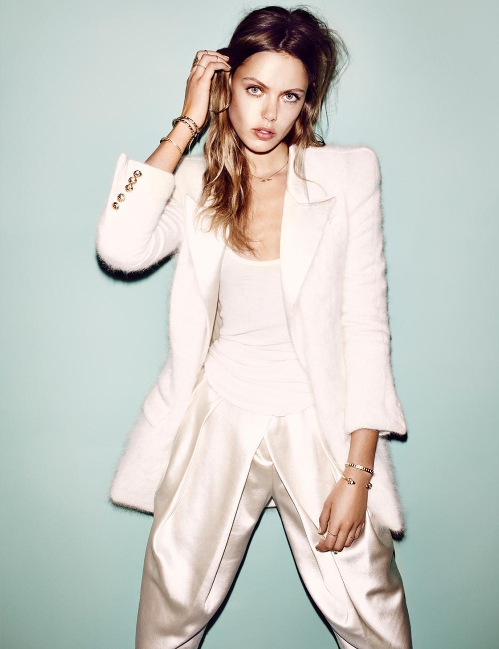 Frida-Gustavsson-by-Hasse-Nielsen-Carte-Blanche-Vogue-Germany-December-2013-3.jpg