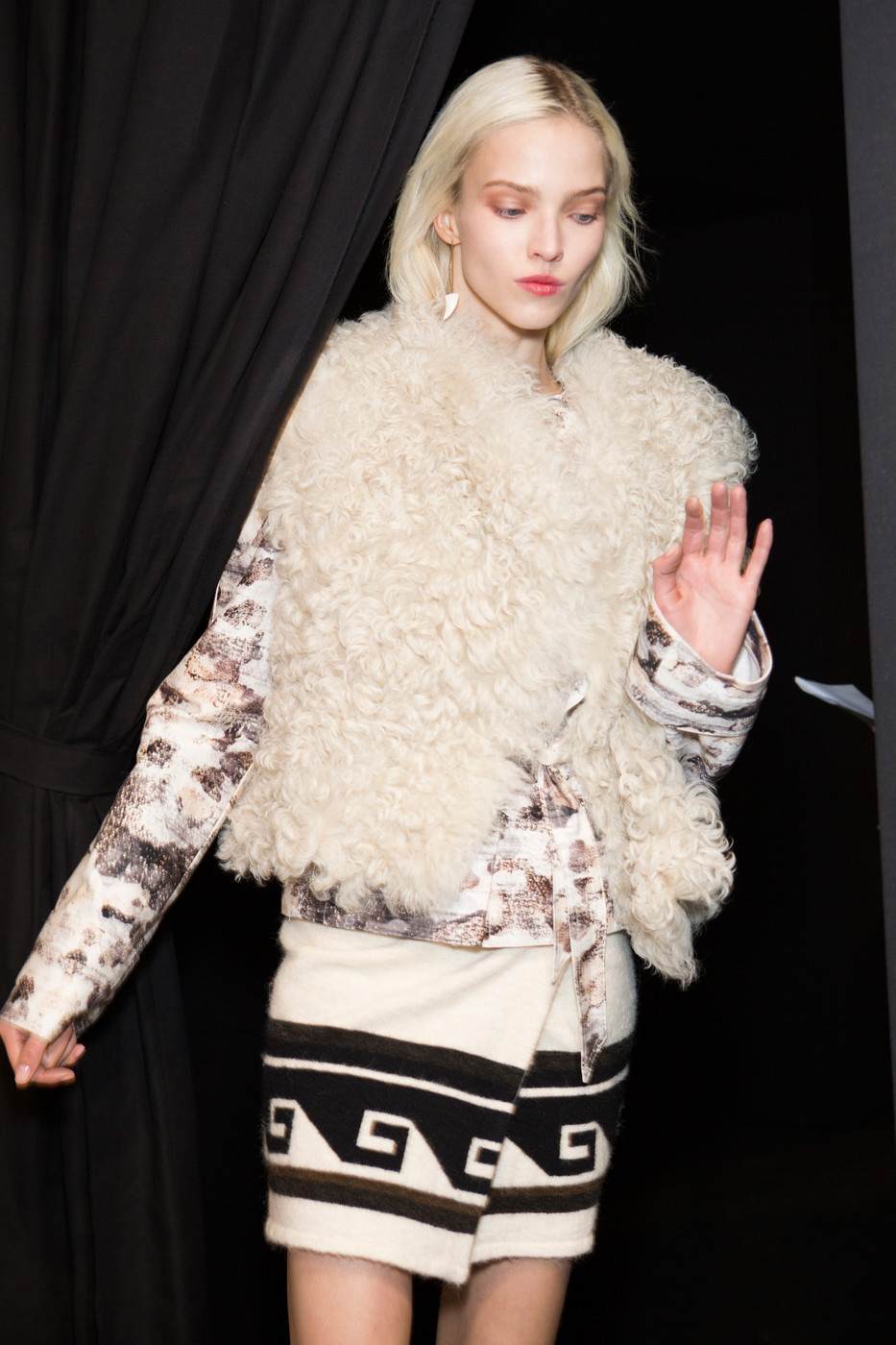 Isabel+Marant+Fall+2014+Backstage+04TrF2aL-VNx.jpg