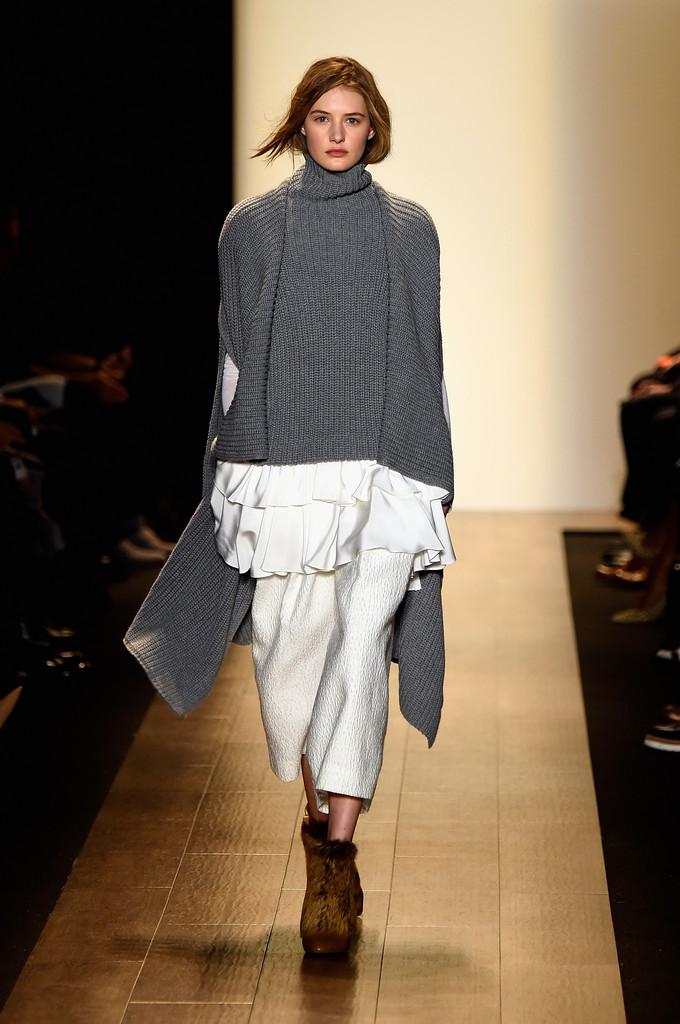 BCBGMAXAZRIA_Runway_Mercedes_Benz_Fashion_twlYE9c5YsIx.jpg