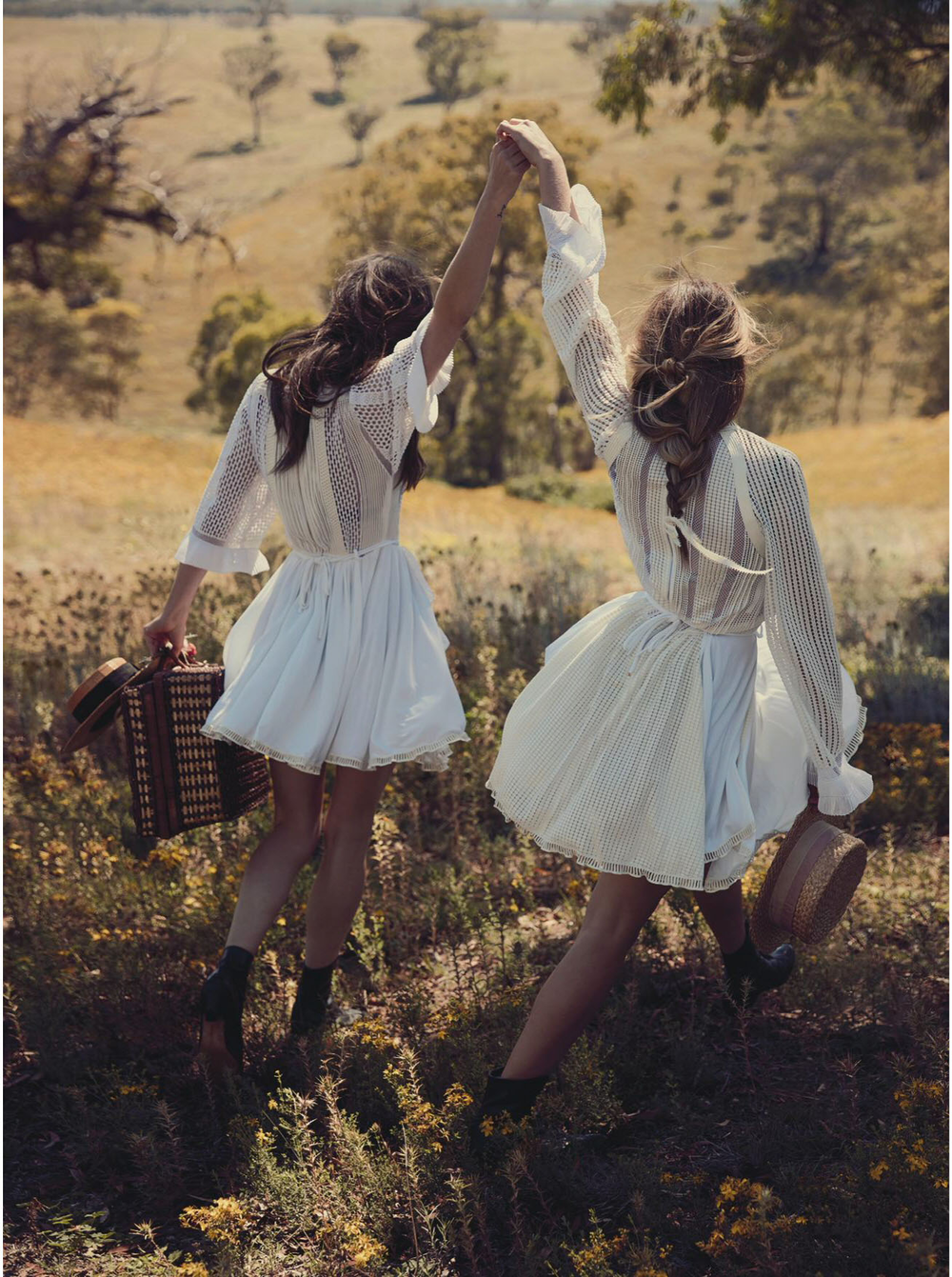 teresa-palmer-phoebe-tonkin-by-will-davidson-for-vogue-australia-march-2015-3.png