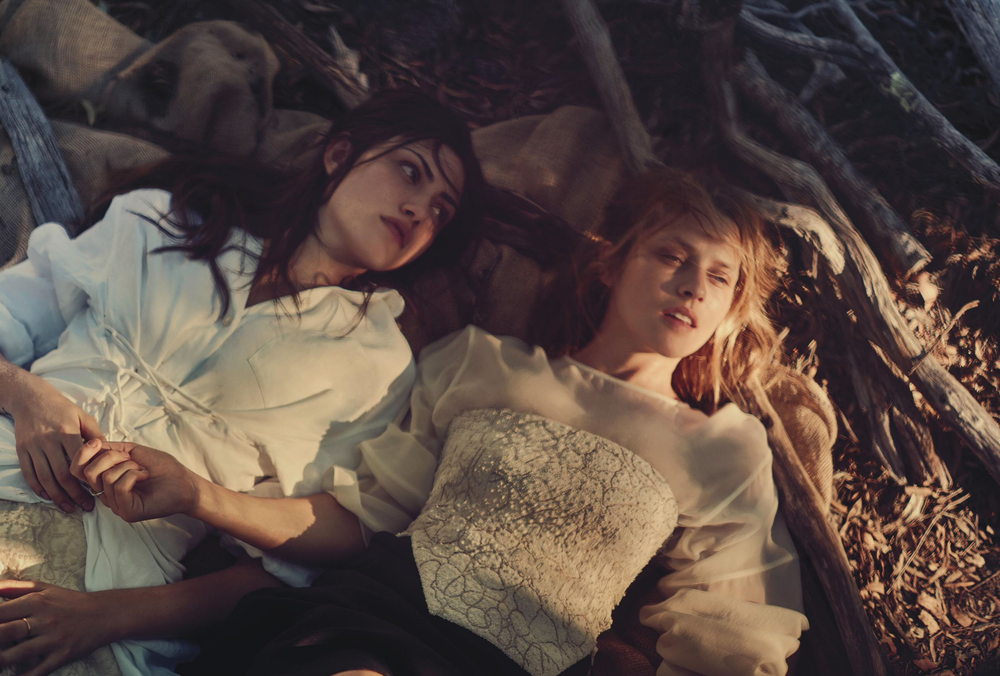 teresa-palmer-phoebe-tonkin-by-will-davidson-for-vogue-australia-march-2015-11.png