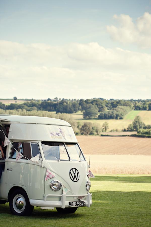 fun-magical-English-wedding-photos-by-Marianne-Taylor-26.JPG