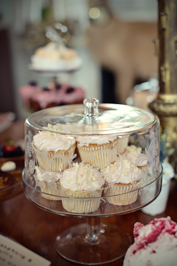 fun-magical-English-wedding-photos-by-Marianne-Taylor-50.JPG