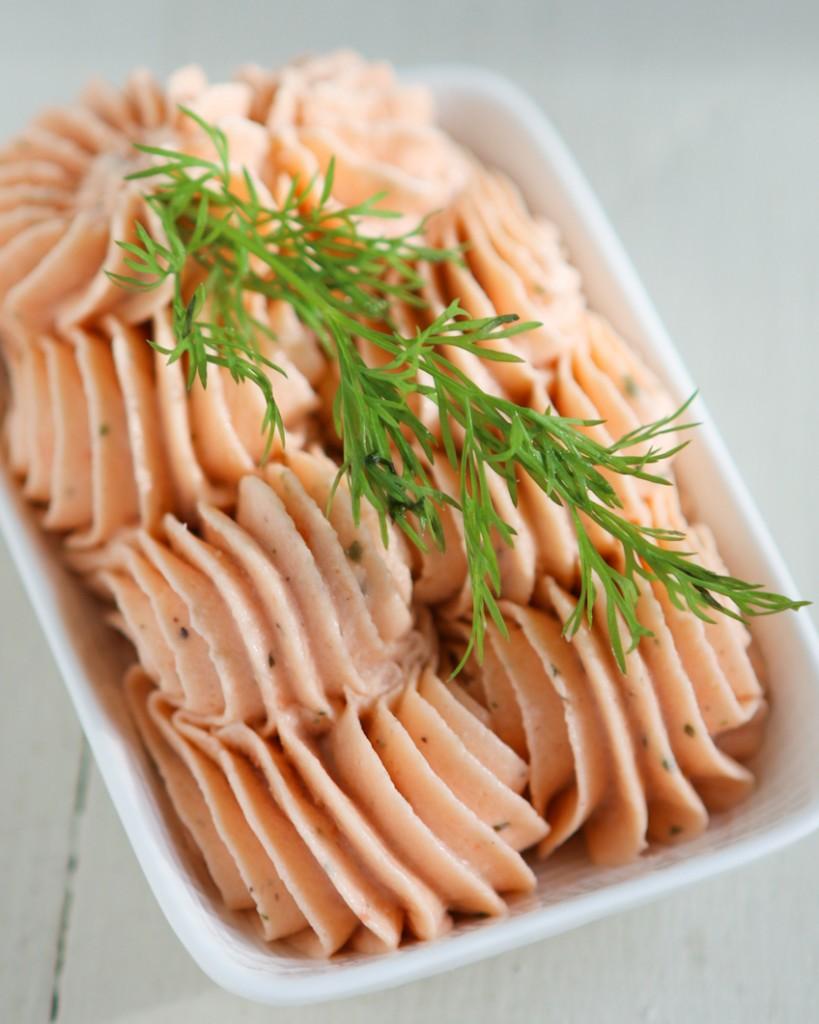 smoked-salmon-macaron-4-819x1024.jpg