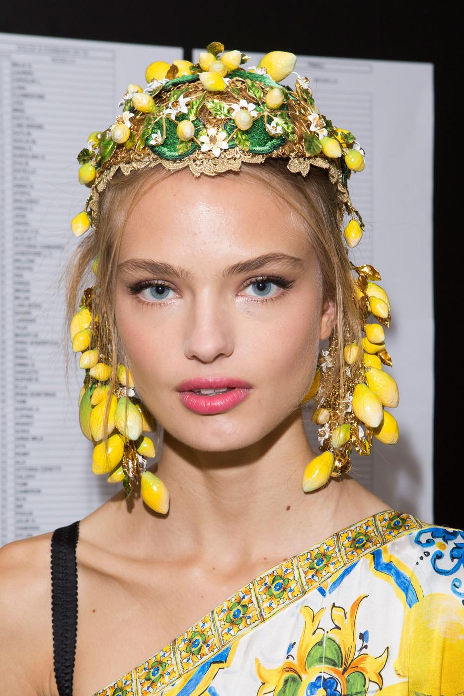 Dolce+Gabbana+Spring+2016+Backstage+TLo2FIcYvbEx.jpg