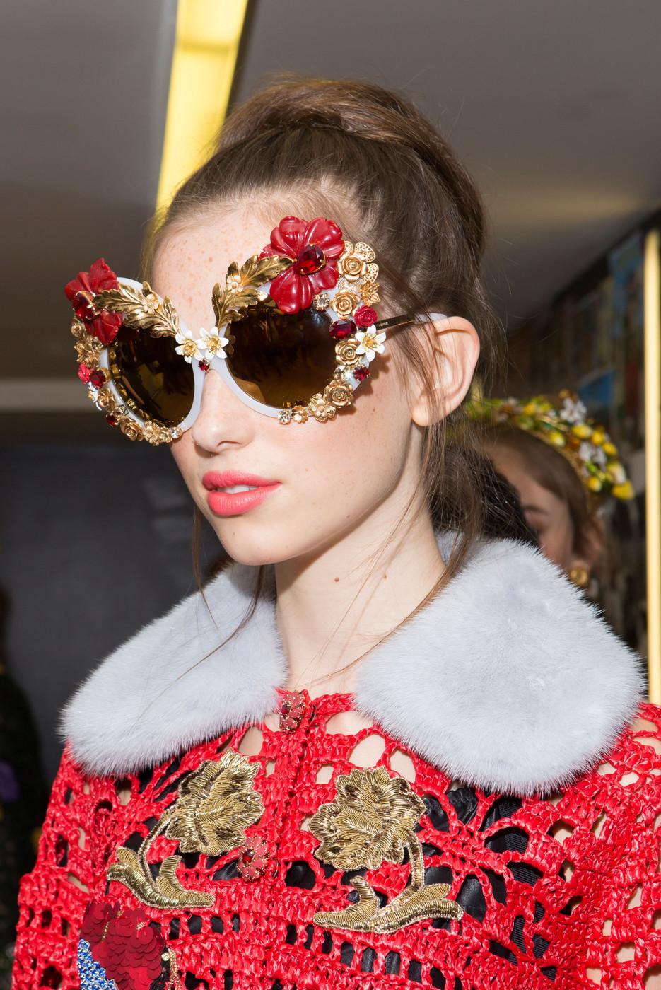 Dolce+Gabbana+Spring+2016+Backstage+xmwnGSihfF7x.jpg