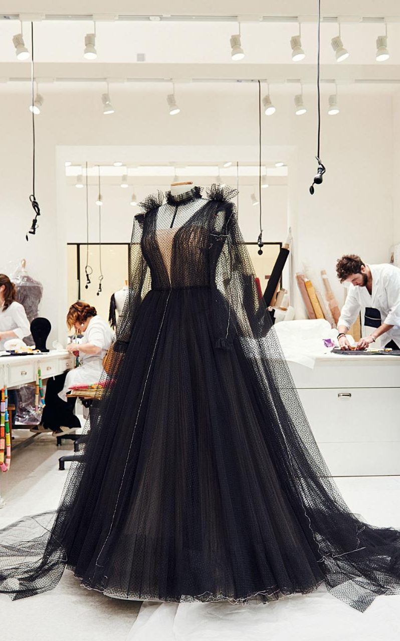 Black-gown-xlarge_trans++s46RRR_iZggMNT5UsqpNYfwxqoGSclDNgMMen3jJG40.jpg