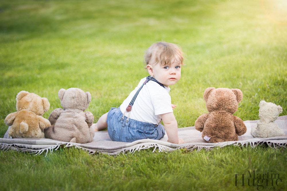 Barn med nallebjörnar.jpg