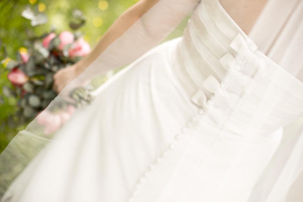 Brudklänning rosetter rygg