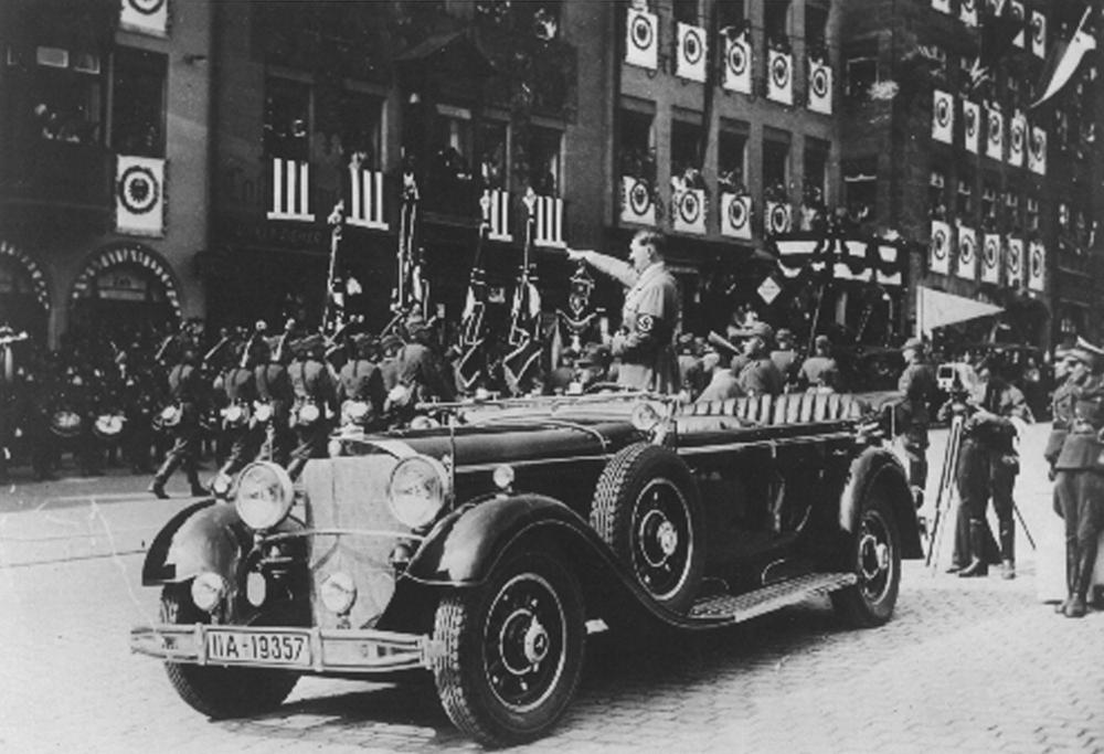 AP Hitler in car