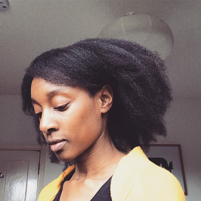 Ahh I finally plucked up the courage to enter a salon and get a much needed trim...well a cut in the end! I'm so pleased with it! My ends feel so good. I went to @ziuzo_uk on Lee High Road, Lewisham and had Vicky do my hair. She answered all the questions that I fired at her lol😉 and was happy to listen to all my concerns. She also recommended incorporating blow drying into my regime to help manage my super curly fine texture. I'm happy to give her tips a go.  It has been over a year since I've gone to a salon. The last time I went I didn't leave satisfied, only with super dry trimmed hair 😞. It's such a mission to find a place that can do natural hair well. I hope this salon will be a local place that I can visit regularly for my trims. I'll update on the cut and new regime at my next appointment with her! Let's see how it goes...#lewisham #naturalhairsalon #naturalhairstyles #naturalhair #curlyhair #4chair