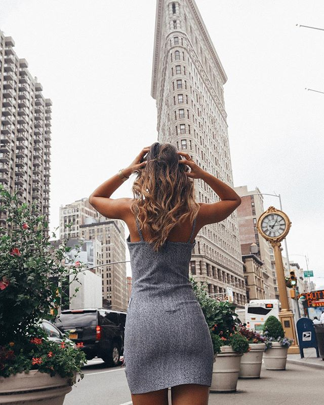 I have only ever lived in big cities and I feel so comfortable navigating myself through them. What about you - are you big city person or a small town person? Leave me a comment down below 👇�👇�👇� #ilovenyc #flatiron #bigcity #summer18