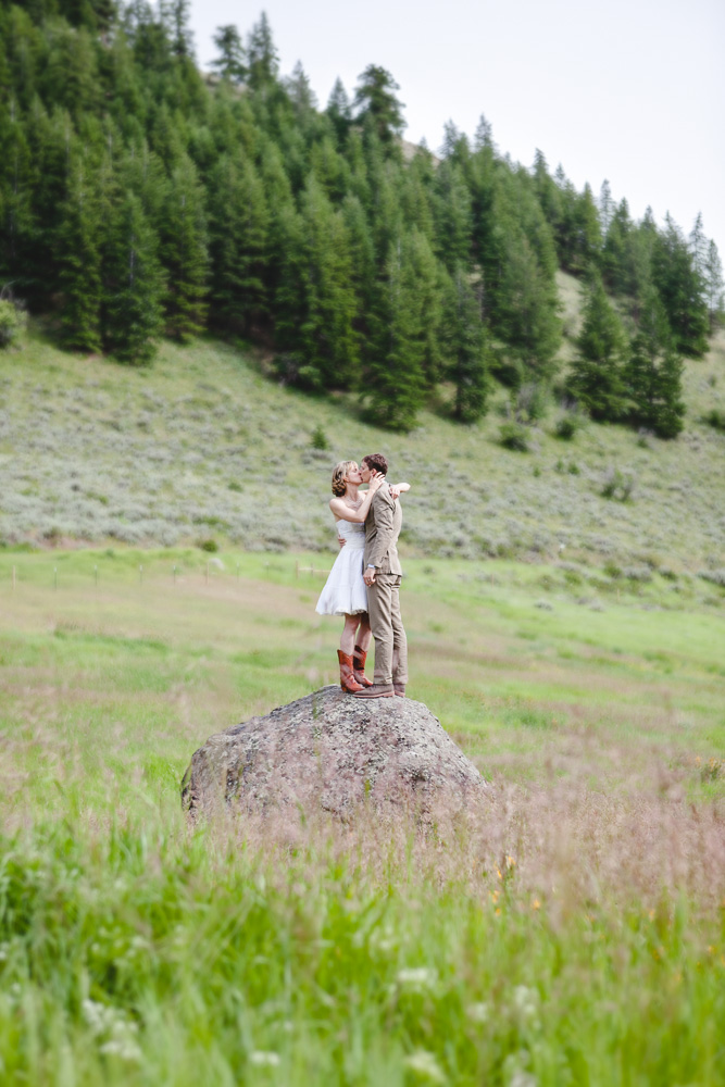 newlyweds Brian and Andrea sneak away to nature // Mazama, Washington