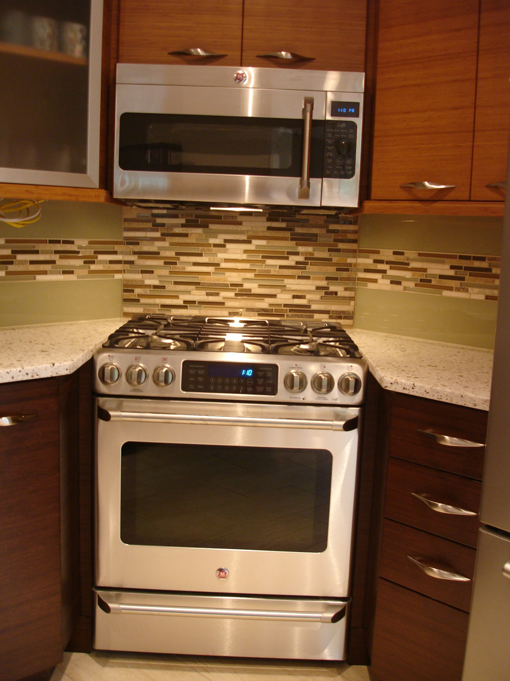 glass backsplash1.jpg