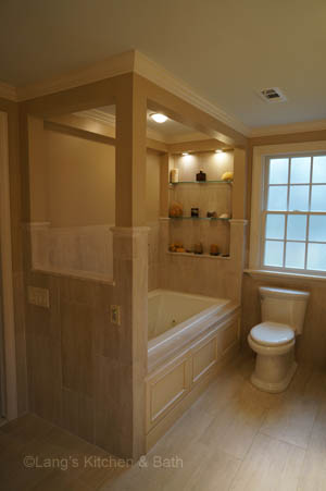 Master bath design with built in shelves above the bathtub