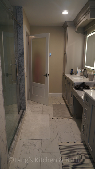 Bathroom design with tile and a neutral color grout.