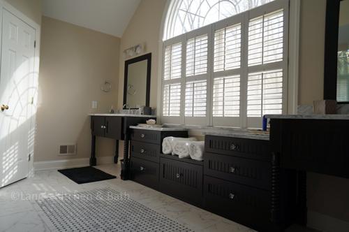 Black and white master bathroom design.