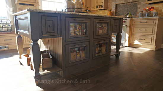 Farmhouse kitchen design with island with open shelving