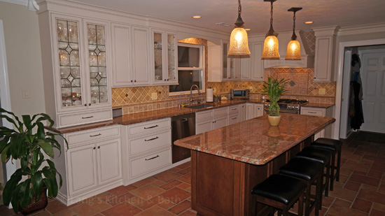 Kitchen design with island pendant lights