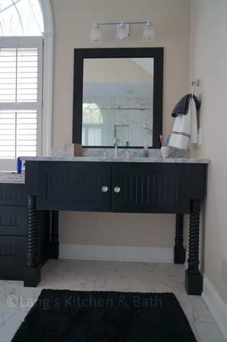 Bathroom design with freestanding vanity