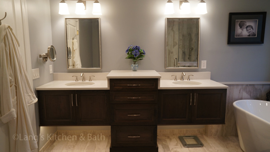 Bathroom design with bi-level vanity and freestanding tub