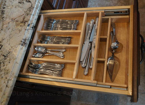 Cutlery drawer storage insert