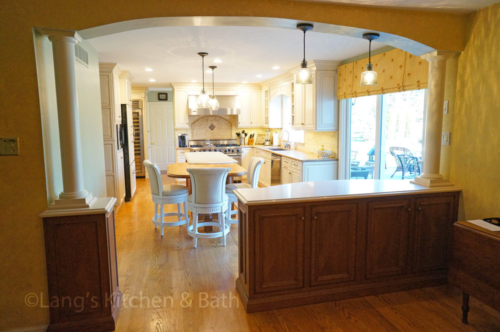 Kitchen design with large, sliding glass doors