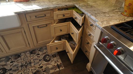 Kitchen design with corner cabinet storage