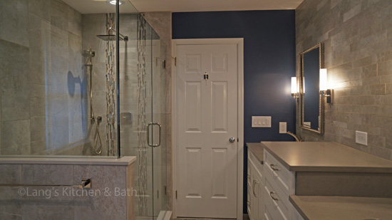 Bath design with dark blue walls