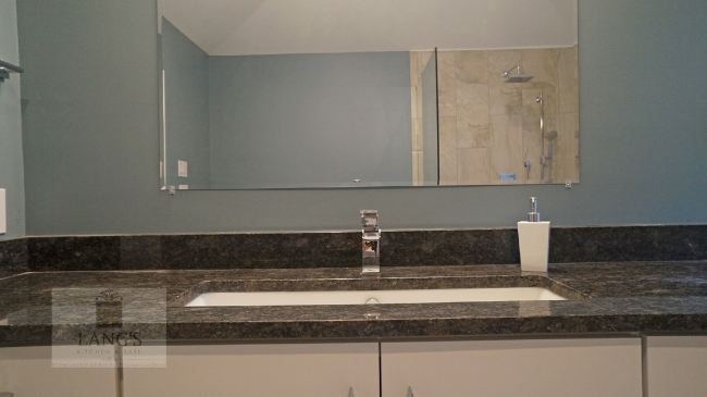 Bathroom design with blue walls