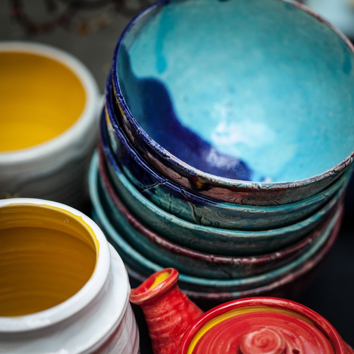 colorful-dinnerware.jpg