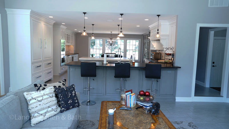 Kitchen design with gray and blue tones